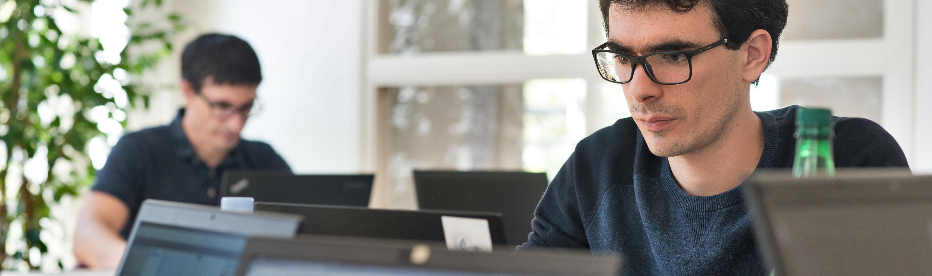 (Fr) Oslandia recrute :  Ingénieur(e) développement d'applications SIG ( Python / SQL / QGIS ) – OSL2011A